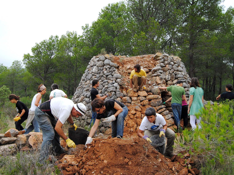 Foto activitat GEPEC representa candidatura pedra seca Patrimoni Cult. Im. Humanitat
