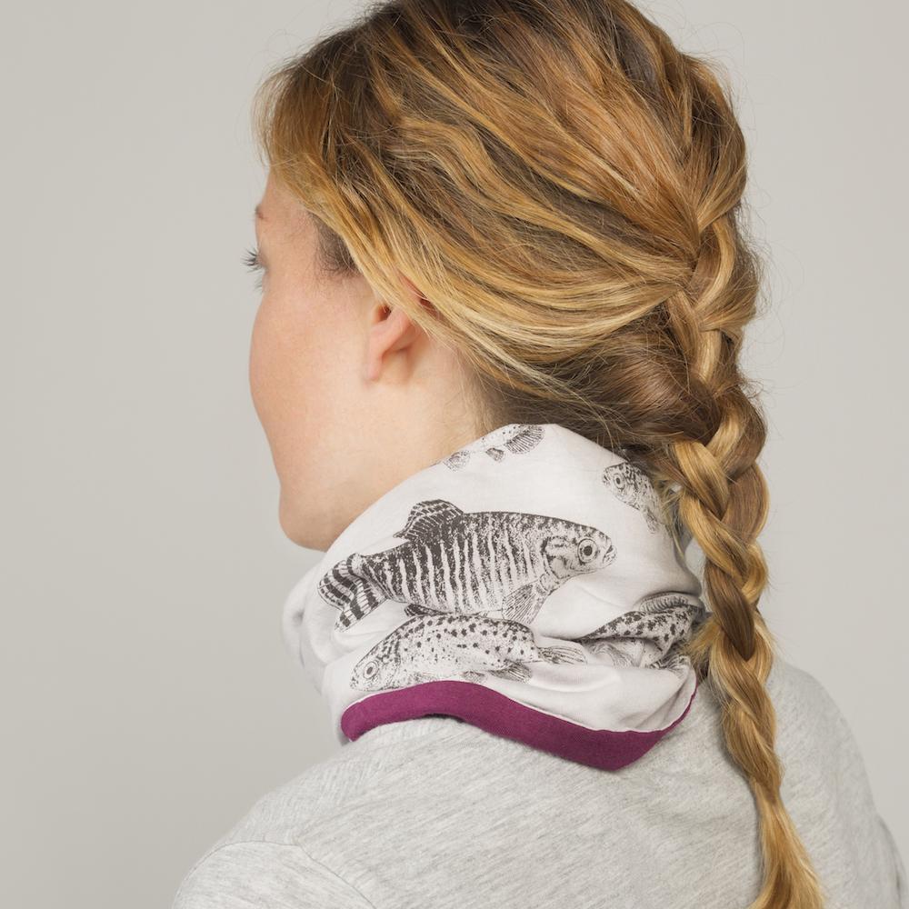 Un mocador solidari amb il·lustracions del fartet