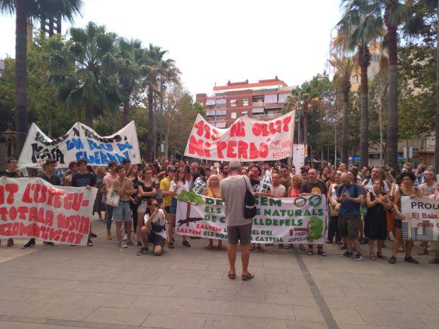 El poble de Castelldefels diu prou a la destrucció dels seus espais naturals