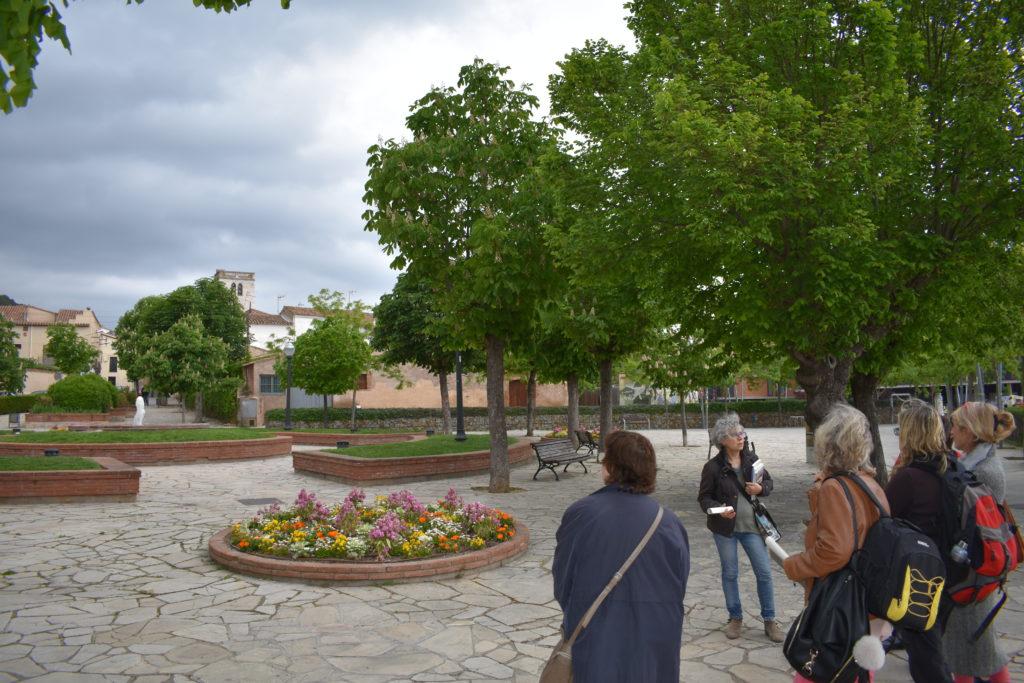 """Passejada creativa a Castellar del Vallès. """"Biodiversifiquem l'entorn escolar; Replantegem la ciutat"""""""