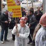 """Limnos participa en l'acció de protesta i s'adhereix al manifest """"SALVEM CATALUNYA DE SER UN GRAN FEMER"""" d'Ecologistes de Catalunya"""